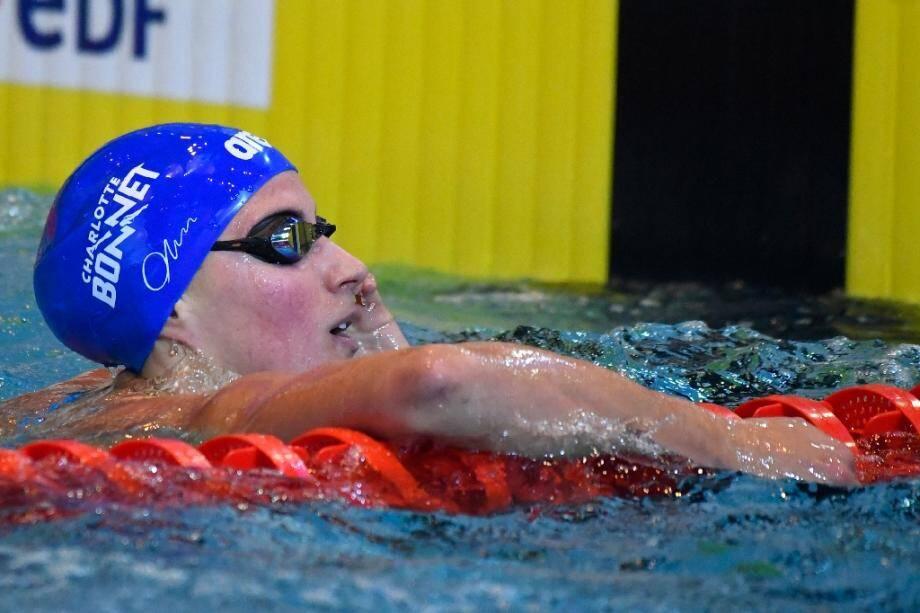 La Française Charlotte Bonnet après sa victoire en finale du 100m libre aux Championnats de France de natation, le 20 avril 2019 à Rennes.