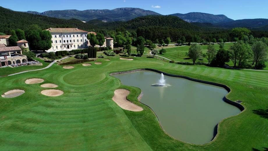 Avec plus de 190000 golfeurs étrangers accueillis chaque année, la Région Sud est de loin la première destination golfique de France.