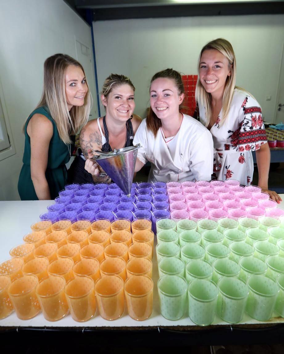 Les jolies créatrices de bougies, de gauche à droite: Justine Mazoyer Lagrange et son équipe de filles, Alexandra, Laura et Sandy.