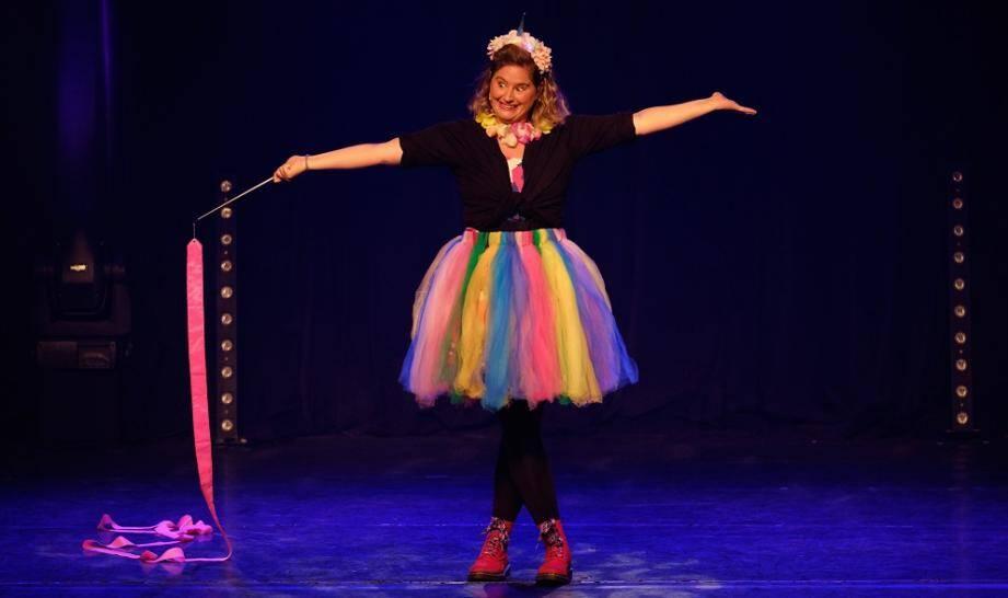 Élodie Poux se produira pour la première fois au Théâtre de Verdure, lors des Plages du rire.