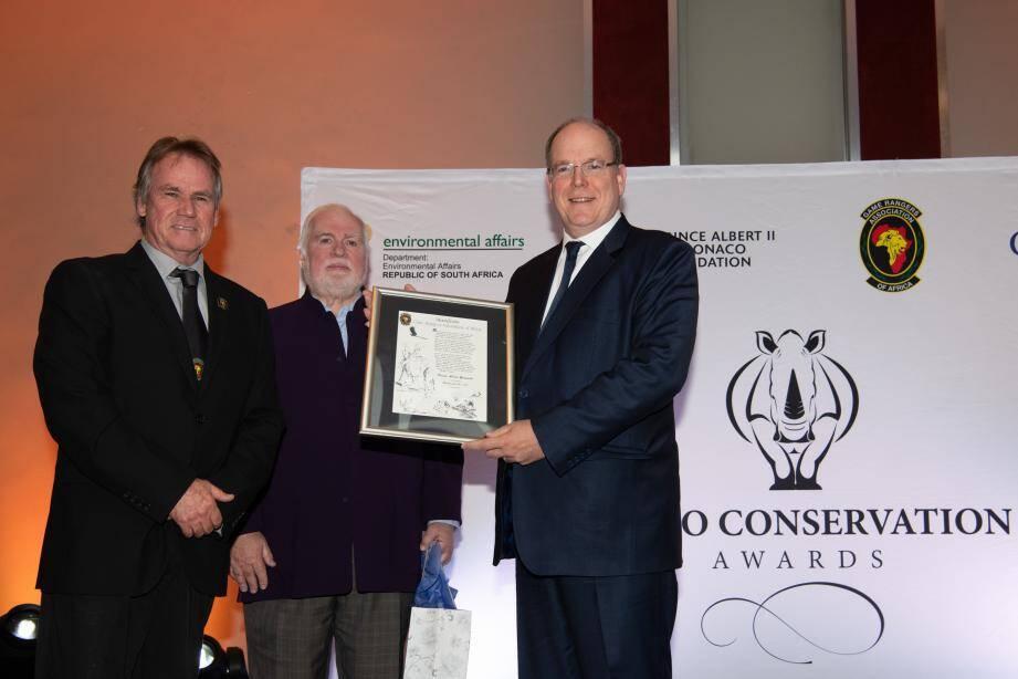 À Johannesburg dimanche soir, le souverain a reçu un prix décerné par l'association Game Rangers of Africa, qui œuvre pour la défense de la biodiversité.