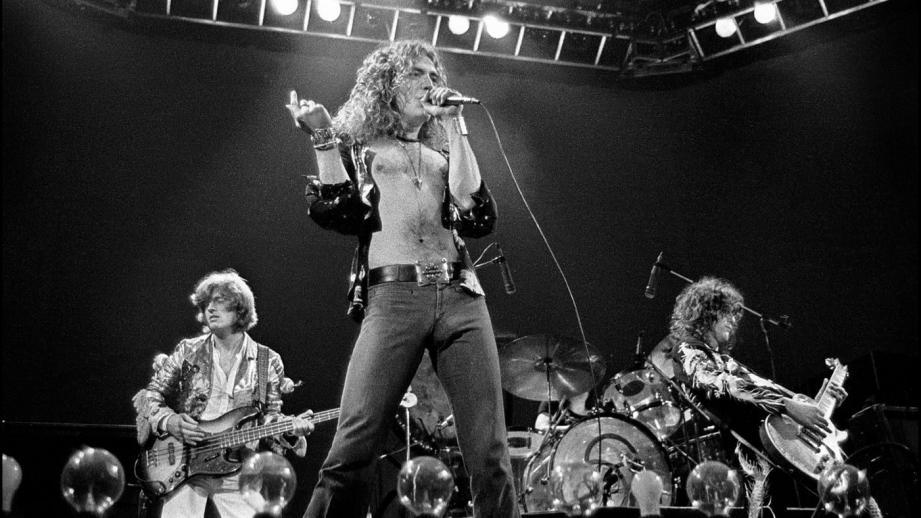 Led Zeppelin sur scène en 1975.