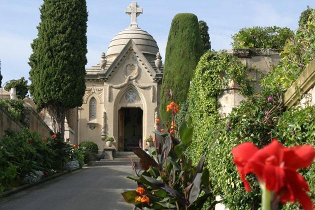 Le Cimetière du Grand Jas est situé au 205, avenue de Grasse. Sa situation géographique et les points de vue qu'il offre sur la mer, la Croix-des-Gardes et l'Estérel, son architecture paysagère, ses arbres séculaires et sa riche décoration florale en font l'un des plus beaux cimetières de France.
