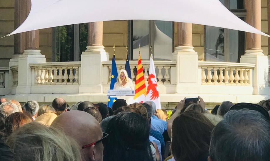 Anne Muris, présidente de Mémorial des anges, lors de la cérémonie d'hommage ce dimanche matin.