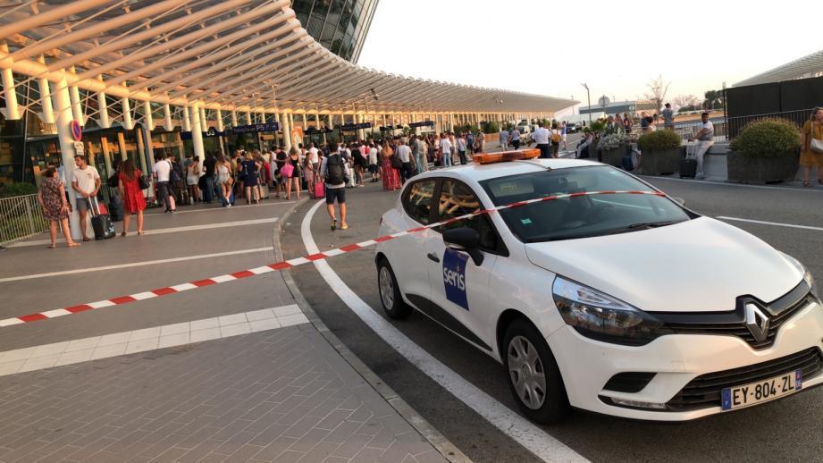Les voyageurs de l'aéroport Nice Côte d'Azur ont été victimes d'une mauvaise série ce vendredi soir.
