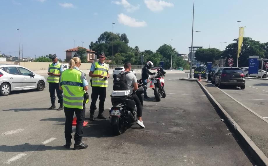 Le chef adjoint des gendarmes motorisés des Alpes-Maritimes lance un appel à la prudence. Il réagit à la suite d'une série d'accidents du week-end.