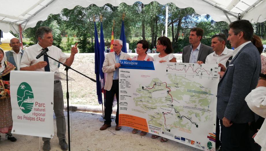 Dévoilement du tracé en présence du président du département, du président du PNR et des maires des communes dont Saint_Auban.