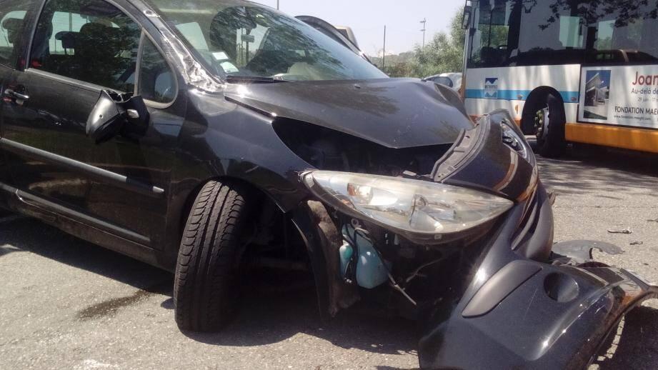 L'accident a impliqué trois voitures.