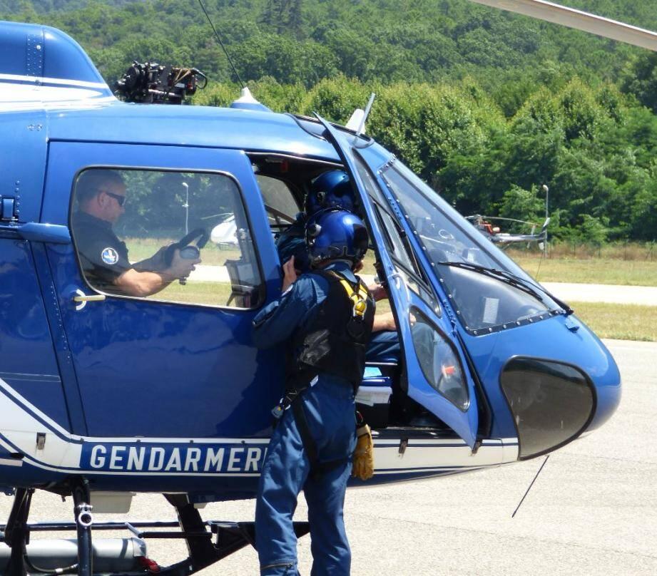 Un hélicoptère de la gendarmerie s'est rendu sur les lieux.