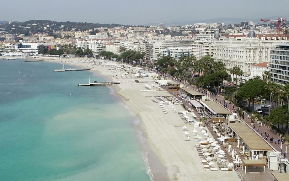Une vue générale de la Croisette, à Cannes.