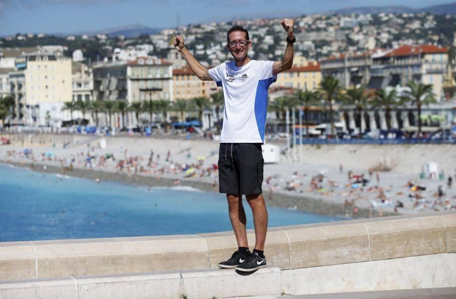 Romain Sophys à Nice lundi matin, après avoir battu le record de la traversée des Alpes.