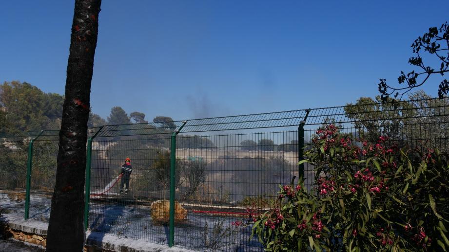 Lex pompiers ont lutté près de deux heures pour éteindre l'incendie.