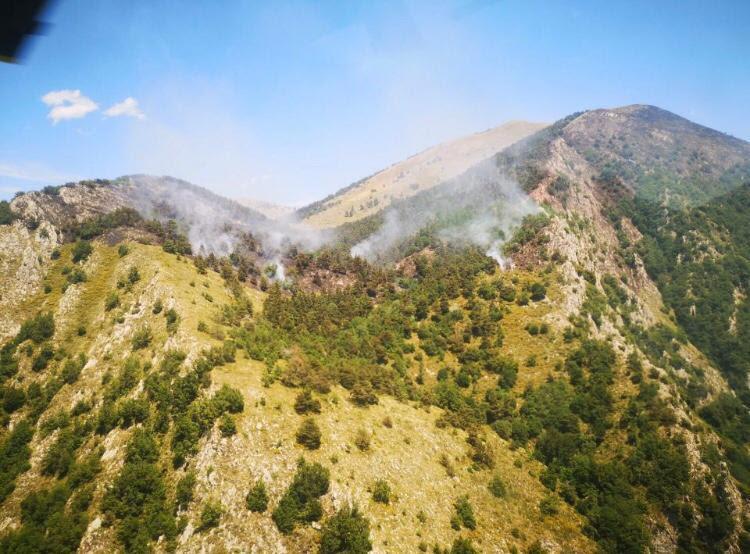 Les pompiers sont encore à pied d'oeuvre, ce lundi, pour parvenir à éteindre le feu de forêt de Saorge.