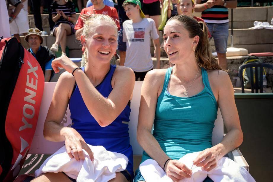 Les Niçoises Fiona Ferro et Alizé Cornet lors de la finale du tournoi de Lausanne.