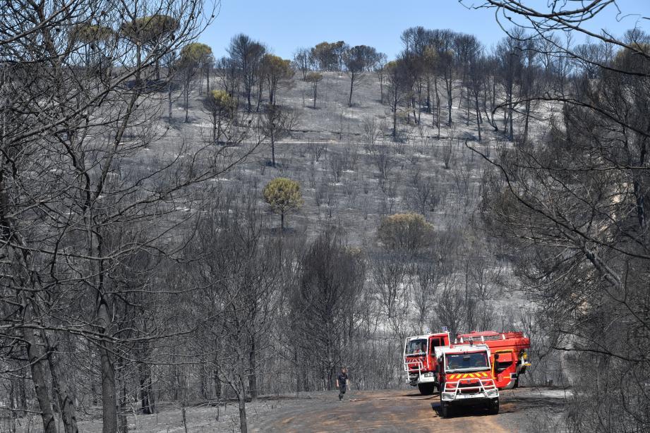 """""""La situation météorologique reste particulièrement défavorable et toutes les conditions sont réunies pour que de nouveaux feux puissent survenir"""", a souligné dans la matinée le Service départemental d'incendie et de secours (Sdis)."""