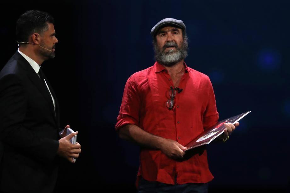 Eric Cantona recevait le prix du président de l'UEFA à Monaco ce jeudi soir.