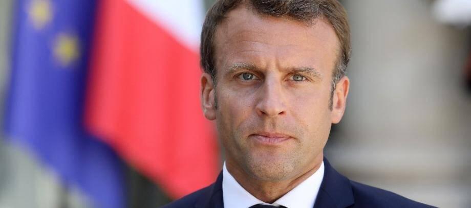 Emmanuel Macron s'adressant à la presse dans la cour du palais de l'Elysée, à Paris, le 23 juillet 2019