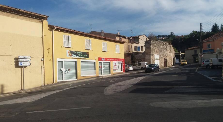 C'est ici, devant La petite épicerie, qu'a commencé l'altercation entre le commerçant et le couple.