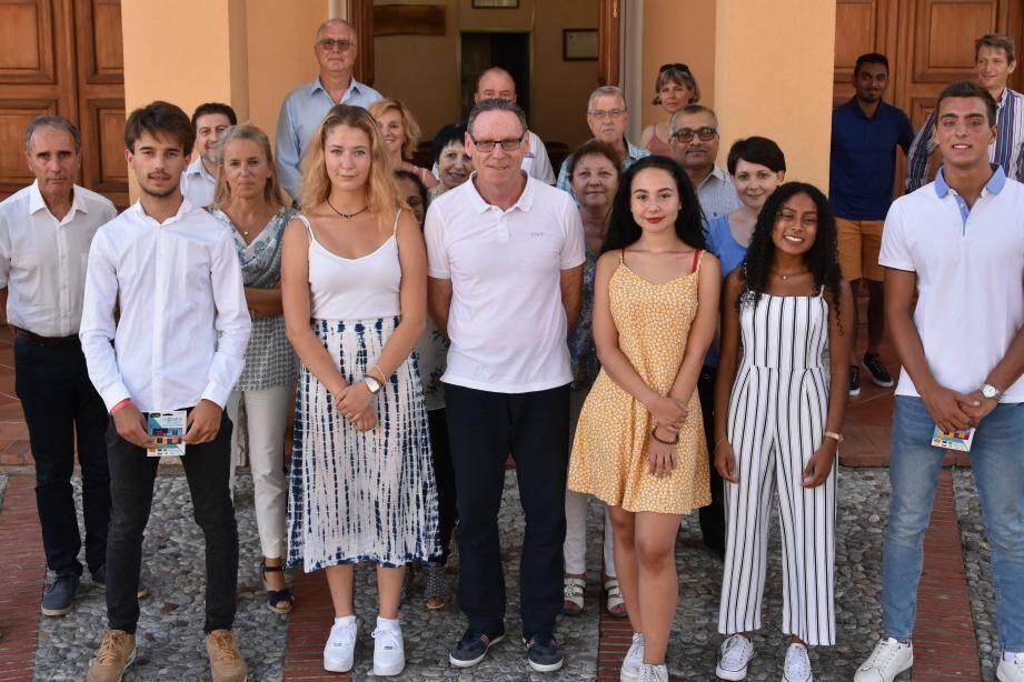 Une cérémonie conviviale a réuni le maire et les bacheliers mention TB, entourés de leurs parents et amis, et d'élus.