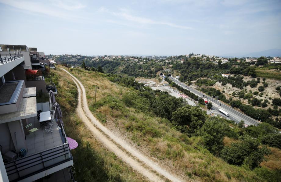 Le projet d'échangeur autoroutier au vallon des Sablières (vu ici depuis Pessicart) va être retiré des documents d'urbanisme de la Métropole.