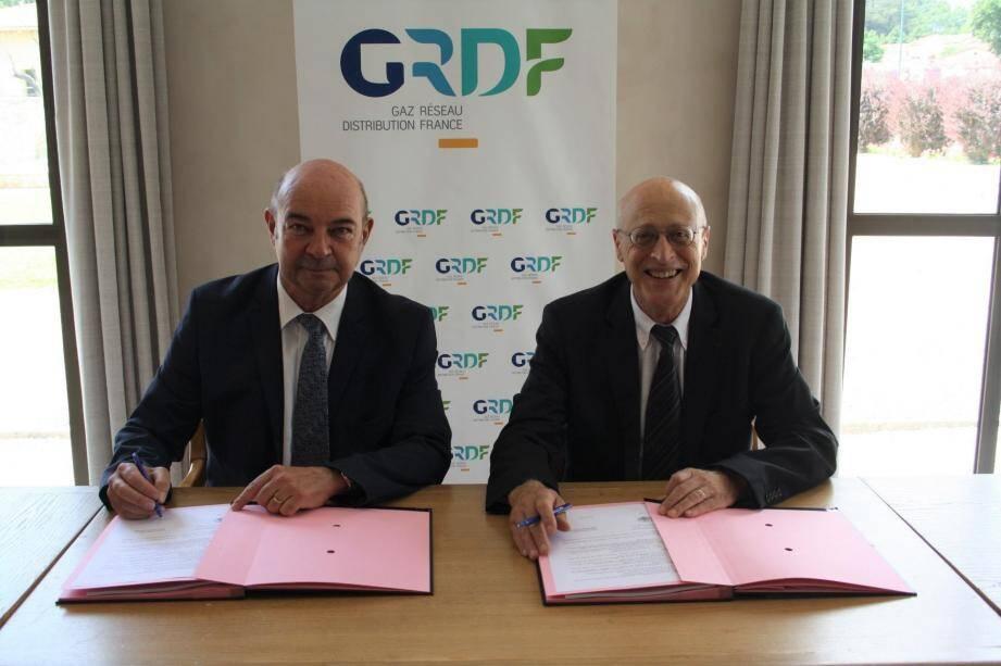 Le directeur délégué sud-est, Jean-Luc Cizel, et le maire, Michel Rossi, ont signé le renouvellement de la convention pour la distribution  du gaz naturel sur le territoire communal.