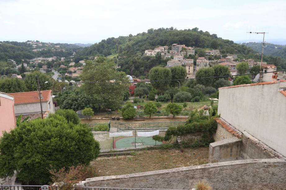 Situé en haut de la montée Sainte-Appolonie, l'aire de jeux doit céder la place aux jardins partagés.