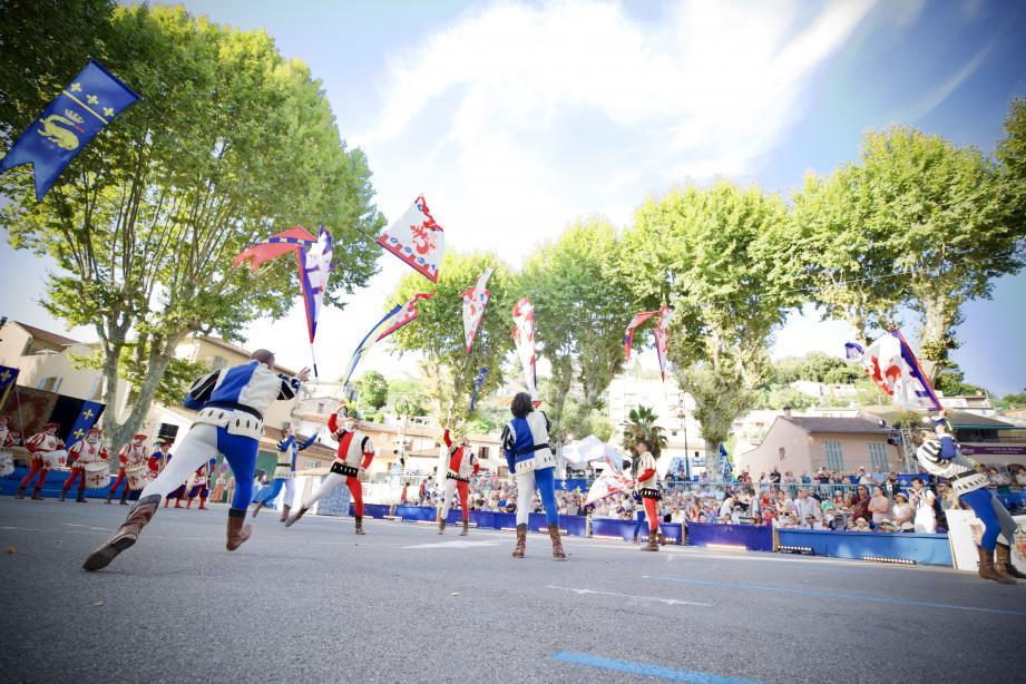 Les porte-drapeaux, un spectacle qui ravit toujours le public.