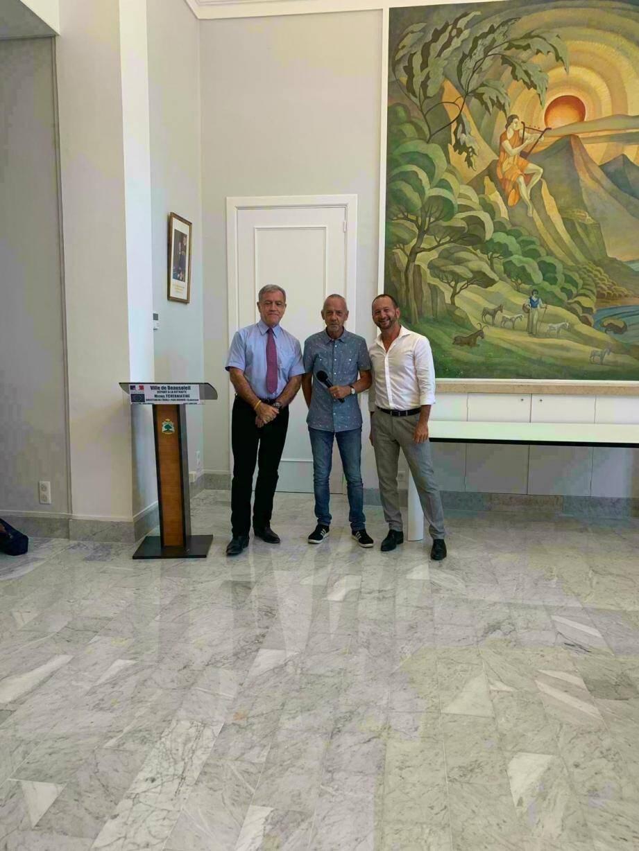Michel Tcherniatine aux côtés du maire Gérard Spinelli et de Jean-Marc Messina, inspecteur de la circonscription de Menton.(DR)