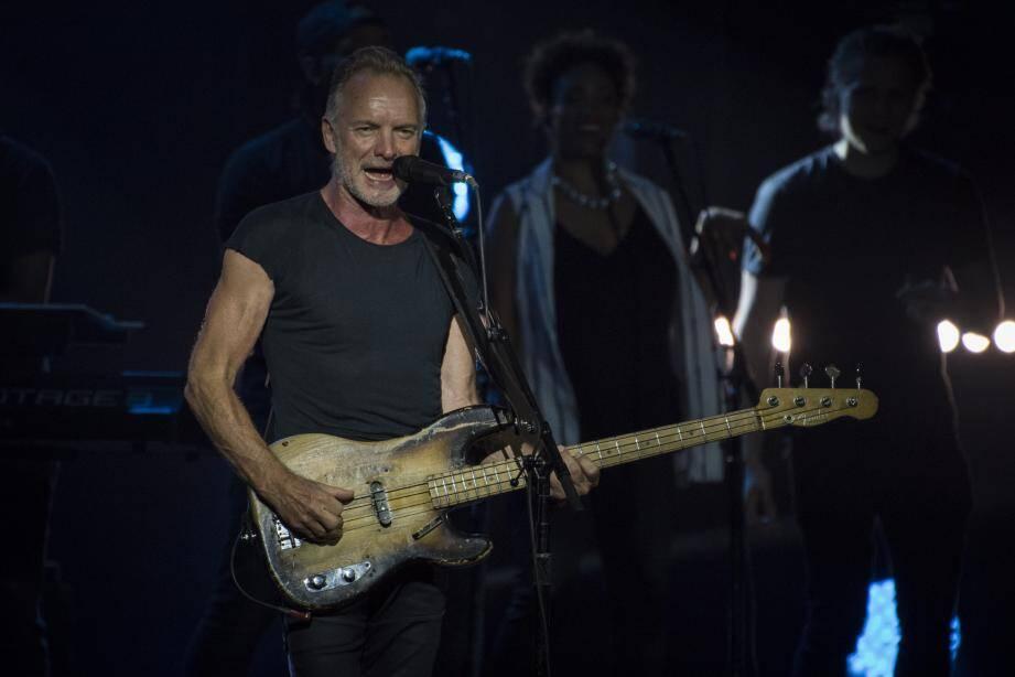 La salle des Étoiles était archi-comble, vendredi soir, avec plus de 800 personnes venues assister au concert de Sting.