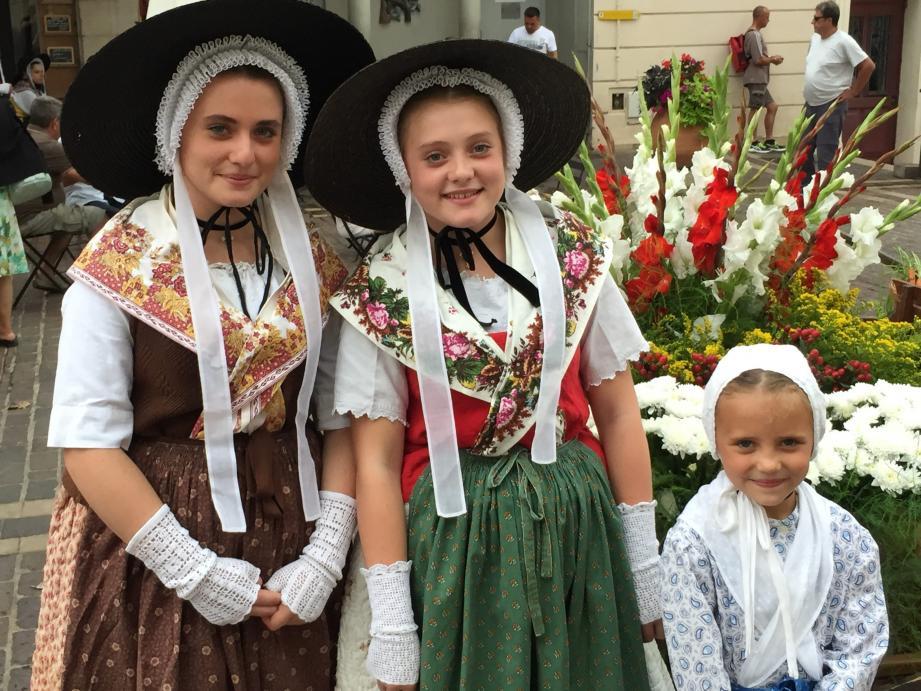 Les petites provençales du comité Saint-Sauveur sont les reines de la fête des paysans.