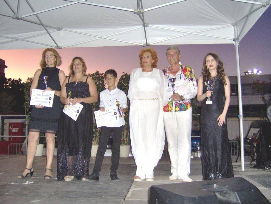 Florence, Lydia, Ilam, Robert et Catherine, Odri lauréats.(DR)