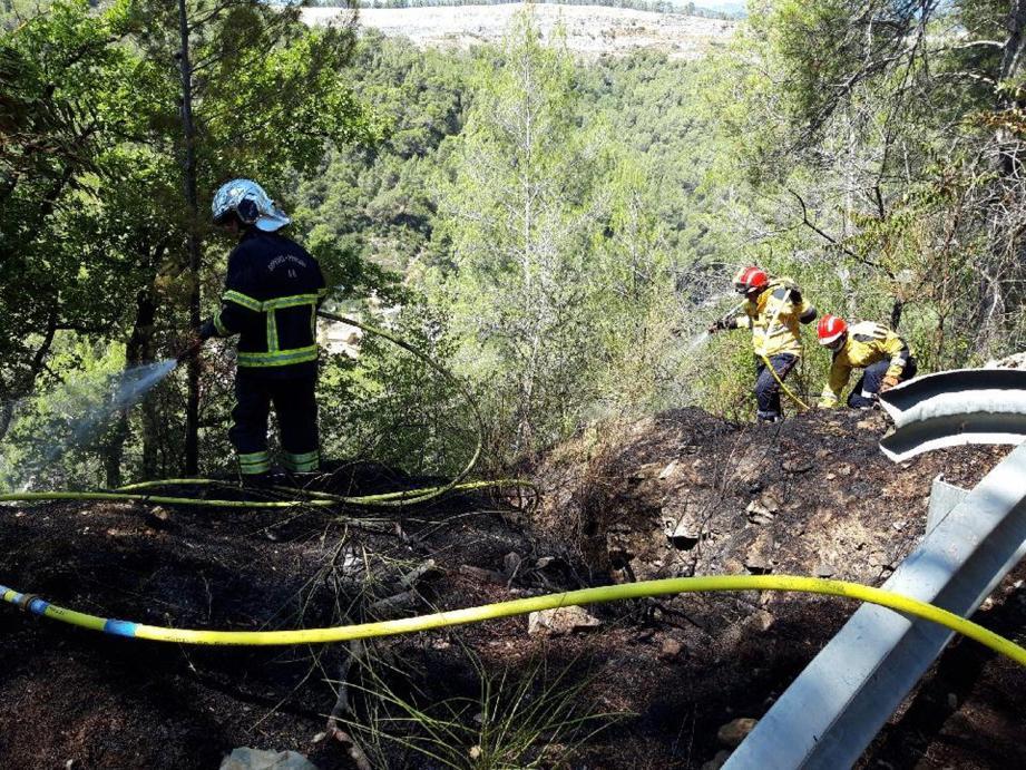 Les pompiers, rapidement sur les lieux, ont vite maîtrisé l'incendie.