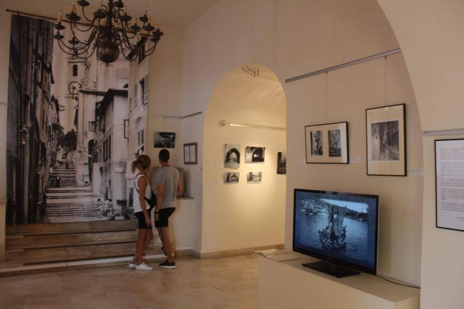 Au travers des images thématiques, cette exposition montre la richesse et l'évolution des paysages.