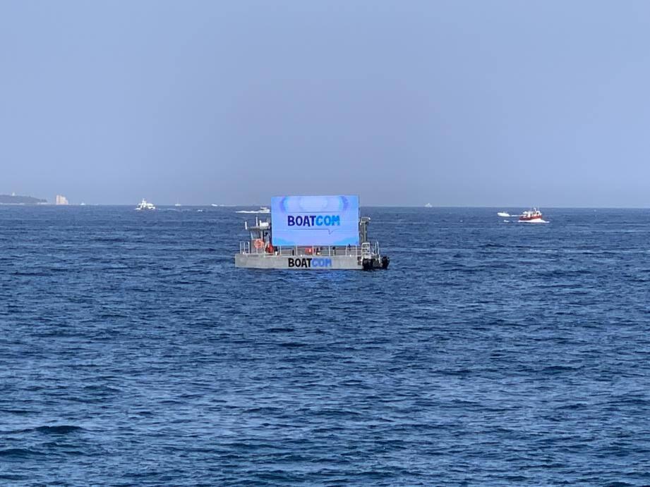 Le Boatcom qui va naviguer en baie de Cannes devrait créer la surprise chez les estivants.