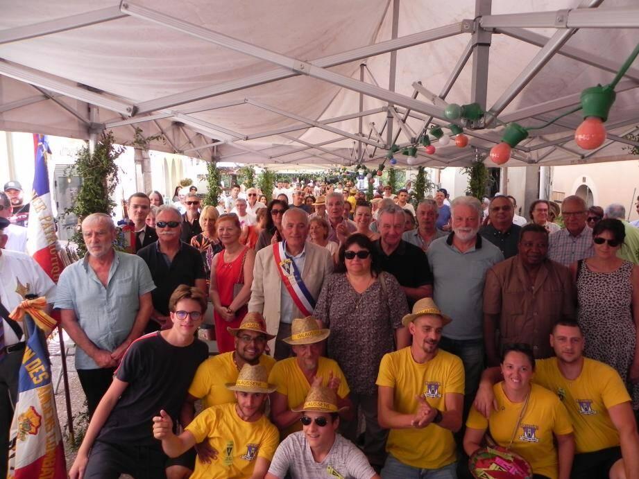 Sixième et dernière fête patronale en tant que maire pour Joseph Saturno entouré des élus, des Malaussénois et du comité des fêtes.(Photo C. B.-B.