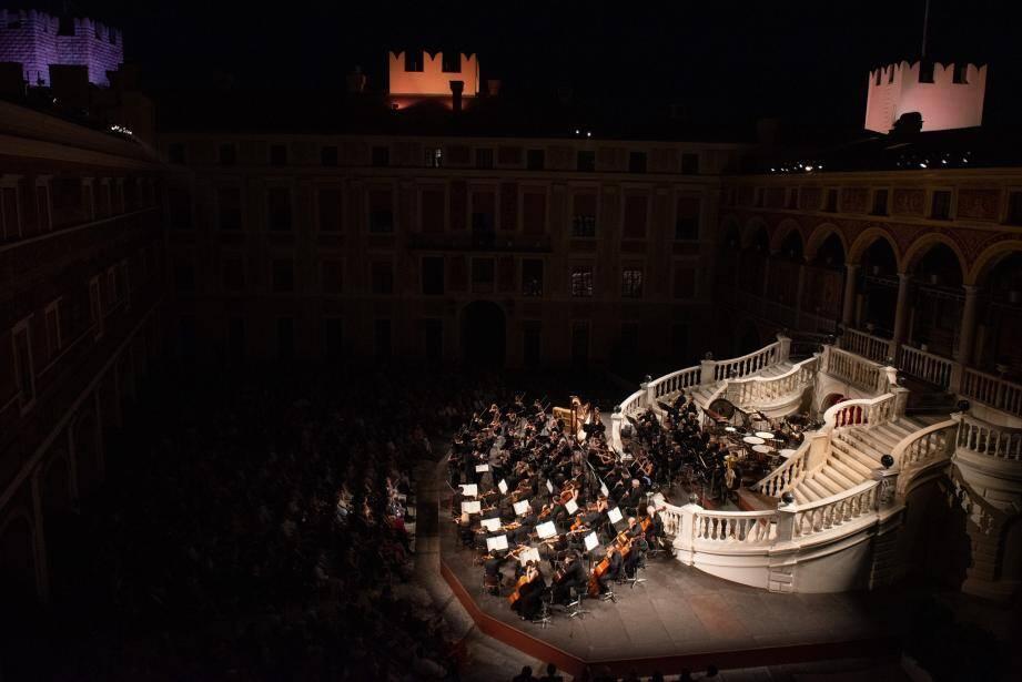 Le pianiste polonais de 24 ans Szymon Nehring sera accompagné du Philharmonique de Monte-Carlo.