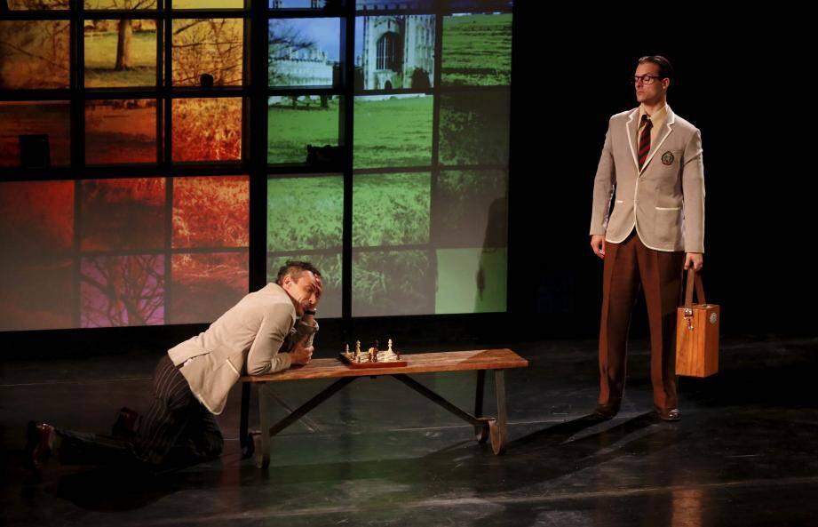 La pièce écrite et jouée par Benoît Solès est auréolée de quatre Molières.