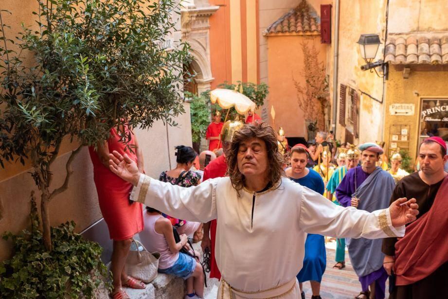Les tableaux de la Passion du Christ ont été joués en divers endroits du village.