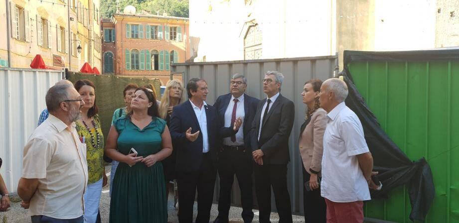 Le préfet Bernard Gonzalez et la députée Alexandra Valetta- Ardisson sur le chantier de la maison Guidi, place Brançion.(DR)