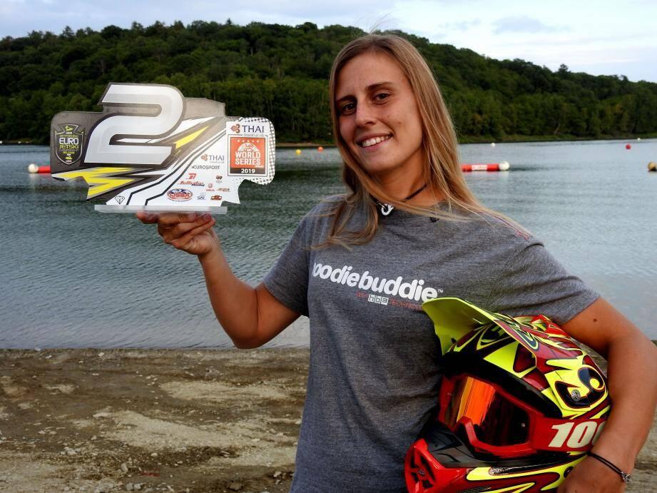 Lisa Caussin-Battaglia tout sourire après sa magnifique 2e place.