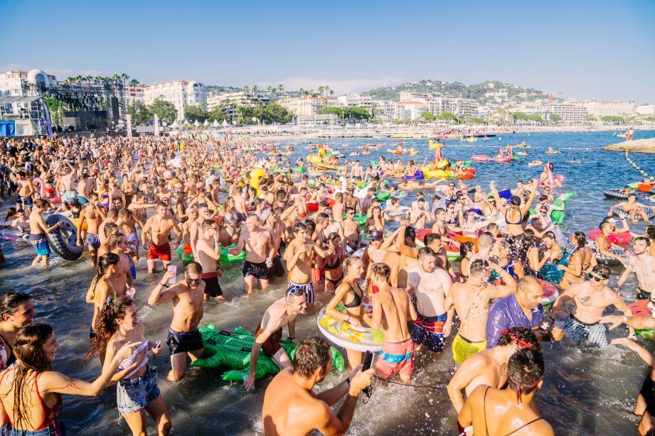 Dimanche à partir de 14 h aura lieu la 2e Open Water Party. Un évènement dans l'évènement ! L'an dernier, des centaines de bouées avaient été distribuées aux fêtards qui avaient profité d'une baignade musicale. C'est l'ex-footballeur Djibril Cissé qui sera aux platines!