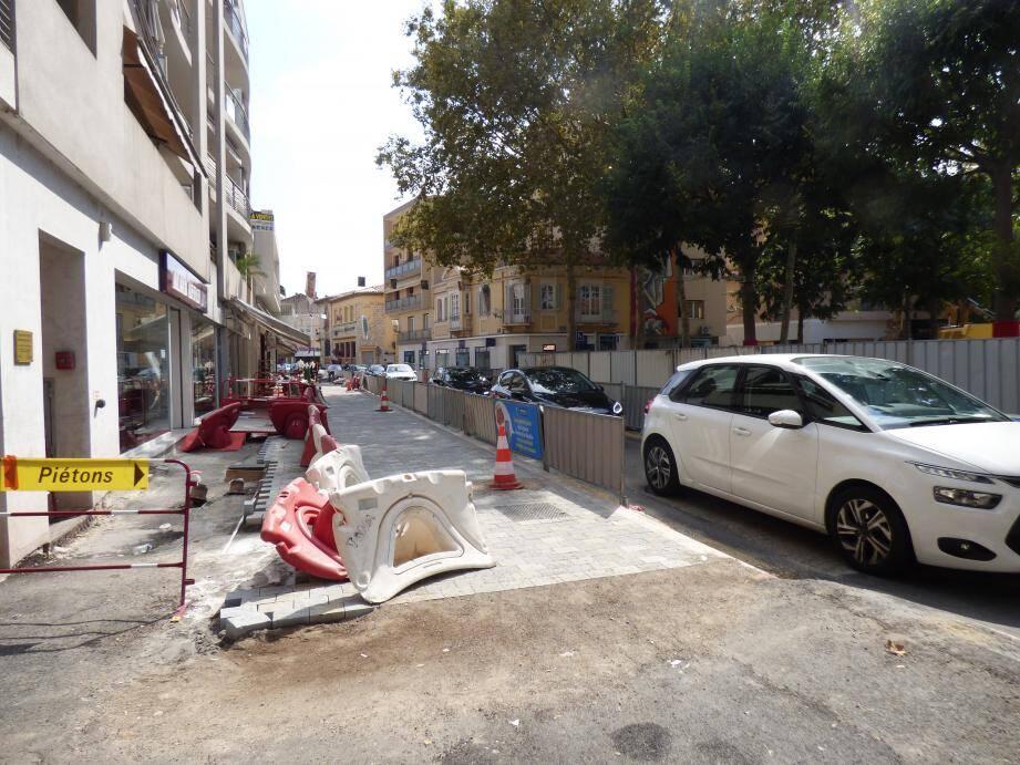 Déjà bien avancé, « Le plus gros du trottoir de l'avenue de l'Hôtel des postes devrait être terminé cette semaine ».