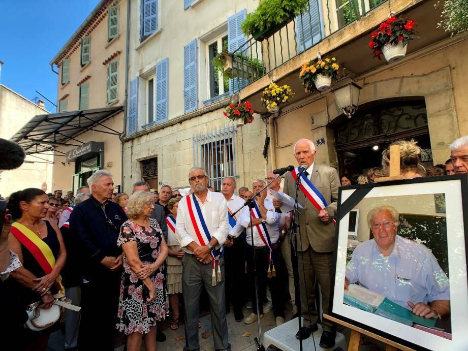 Après son discours à Signes (Var), le premier adjoint Alain Reichardt a annoncé que Jean Michel recevrait aujourd'hui la Légion d'honneur des mains de la ministre de l'Espace rural et de l'Aménagement du territoire, Jacqueline Gourault.