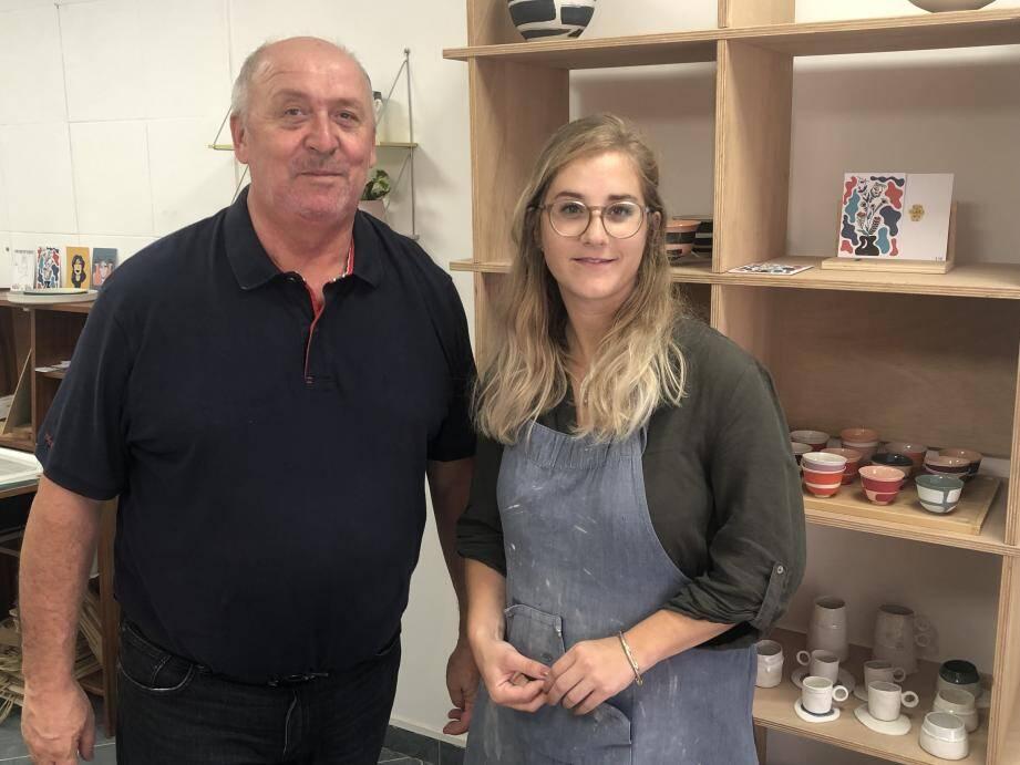 Richard Branchard, président de l'Avec et Laureen, artiste céramiste présentent le marché potier qui aura lieu dimanche.