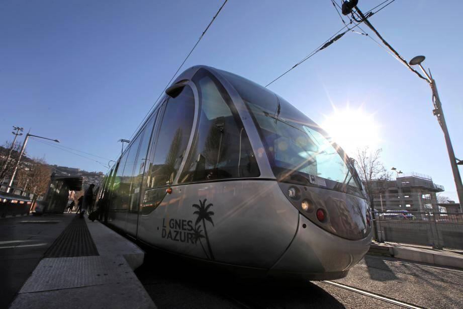 Dans le tram, la température est parfois trop élevée pour certains usagers.