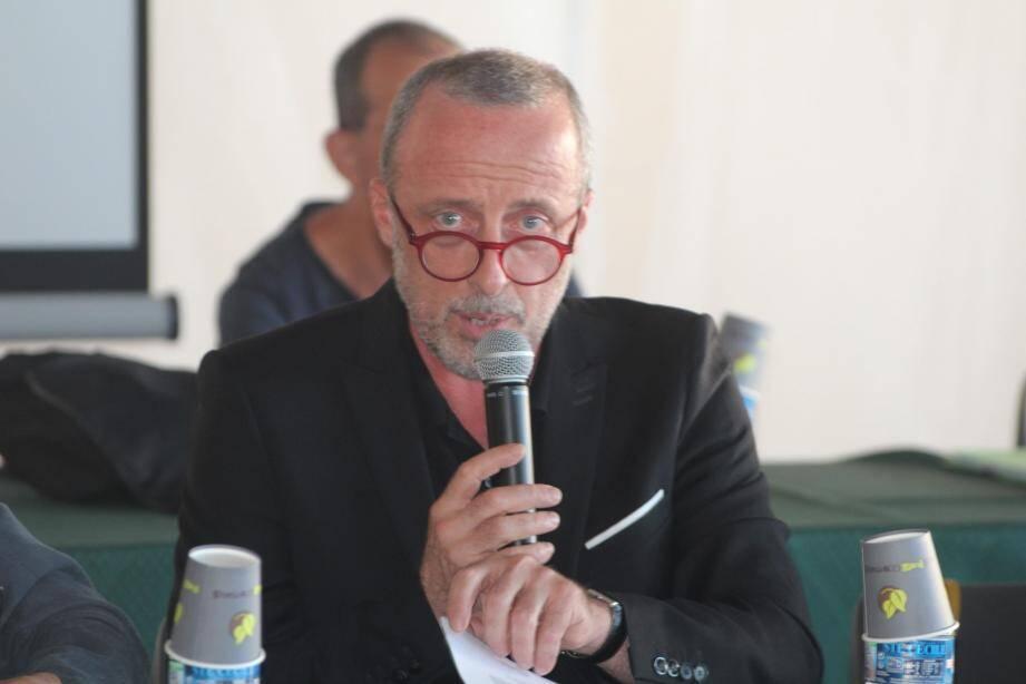 Le maire, Christophe Trojani, et son 1er adjoint, André Bezzina, ont annoncé une reprise des travaux du lavoir fin septembre-début octobre.