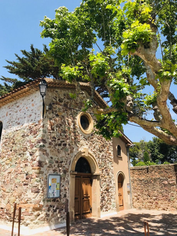 La petite chapelle participe aussi à l'âme du quartier de La Napoule, et ses soutiens pour la restaurer sont de plus en plus nombreux.