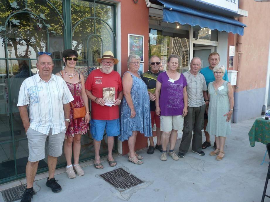Les ambassadeurs de Cœur du terroir pierrefeucain accueillent les visiteurs.