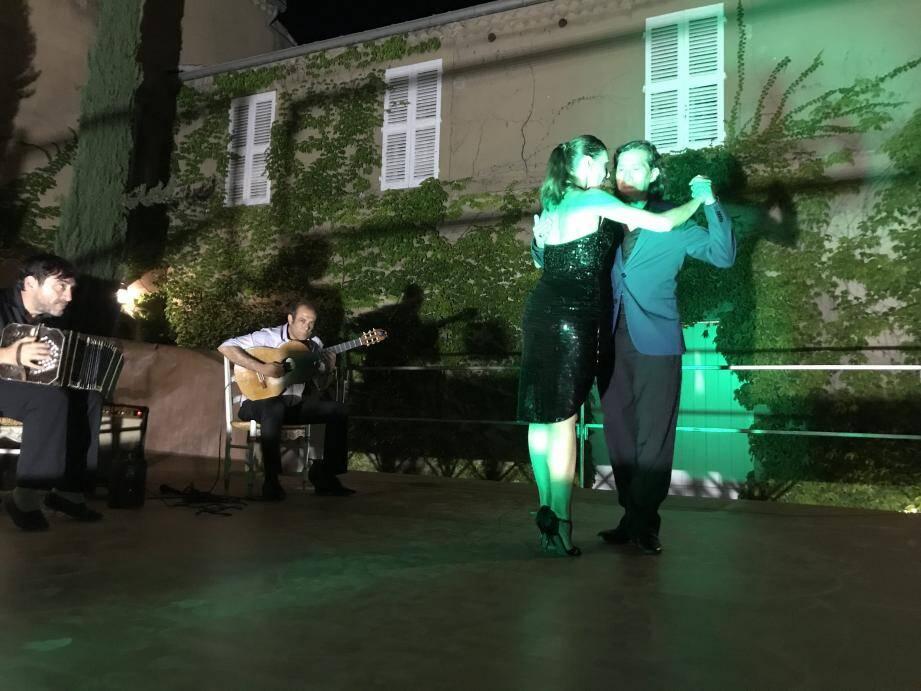 Musiciens et danseurs ont enchanté le public.