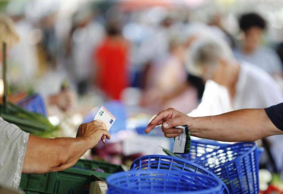 Les marchés et leurs produits frais ont le vent en poupe à Nice.